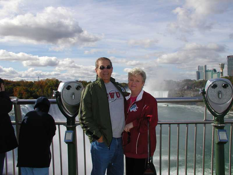 Carolyn_Darryl_At_Niagara_Falls_1.JPG